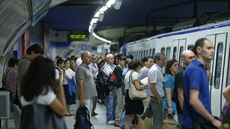 España: Investigan a una pareja pillada practicando sexo en pleno metro de Barcelona