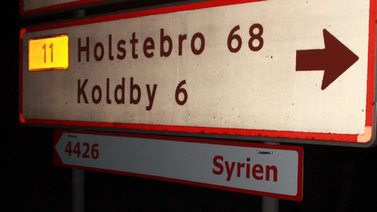 Сarteles que muestran el camino a Siria e Irak encienden el debate sobre los refugiados en Dinamarca