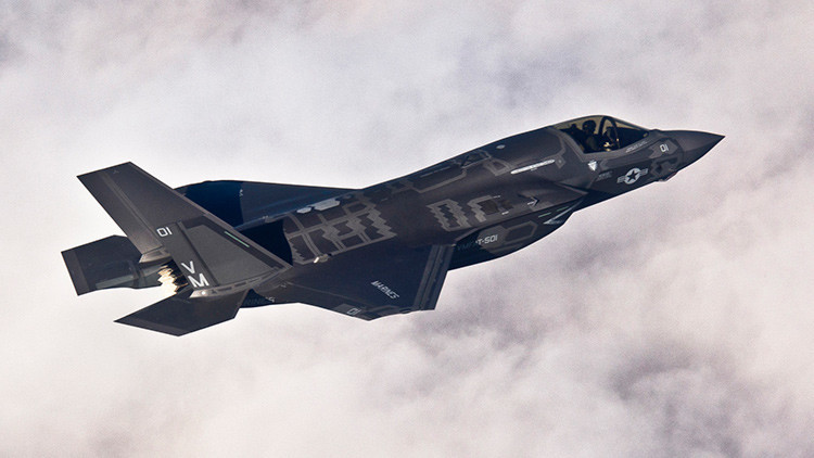 """Un senador estadounidense califica el proyecto del F-35 de """"escándalo"""" y """"vergüenza"""""""