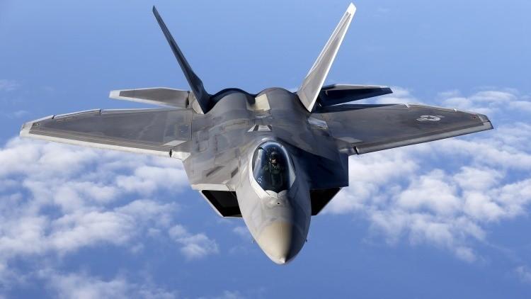 Un caza F-22 Raptor de la Fuerza Aérea de EE.UU.