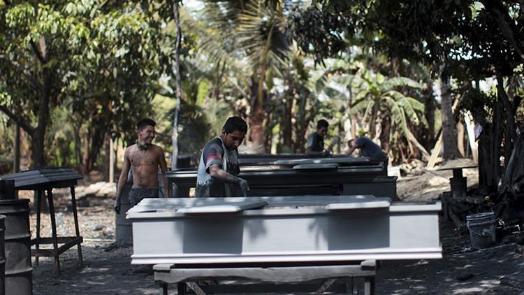 La 'ciudad de los ataúdes' donde la muerte es el mejor negocio en El Salvador