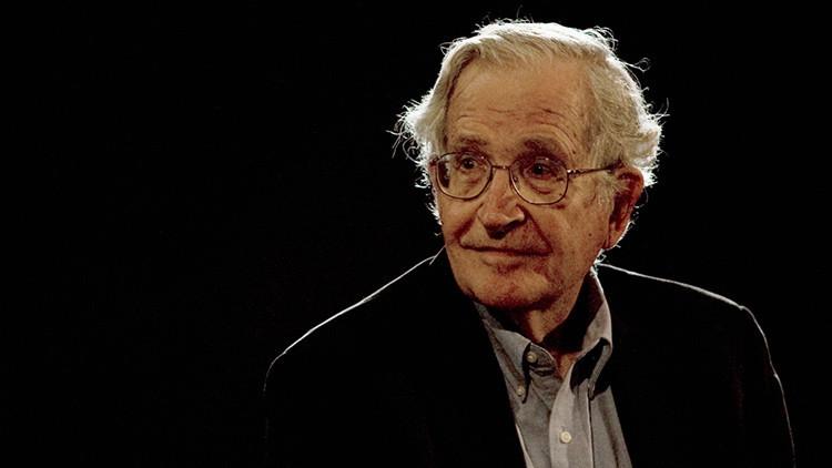 """Chomsky: """"EE.UU. corría el riesgo de quedar aislado por su terquedad hacia Cuba"""""""