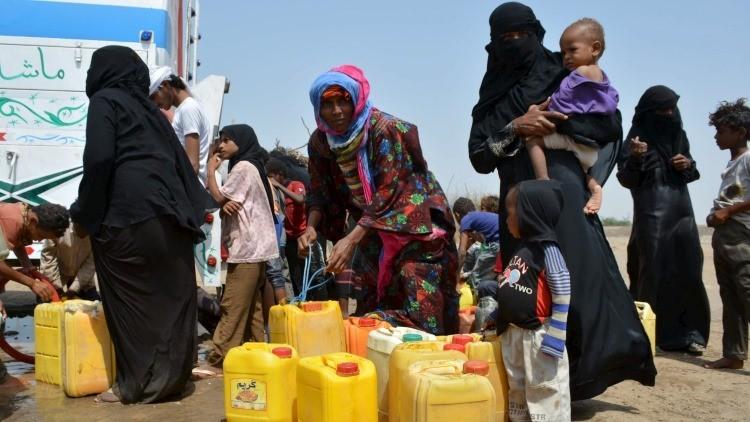 Distribución del agua potable en Yemen