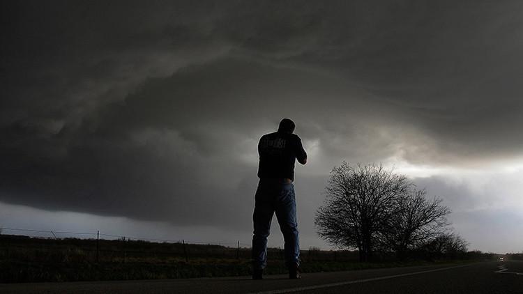 La fuerza de los tornados en EE.UU. en siete impactantes videos