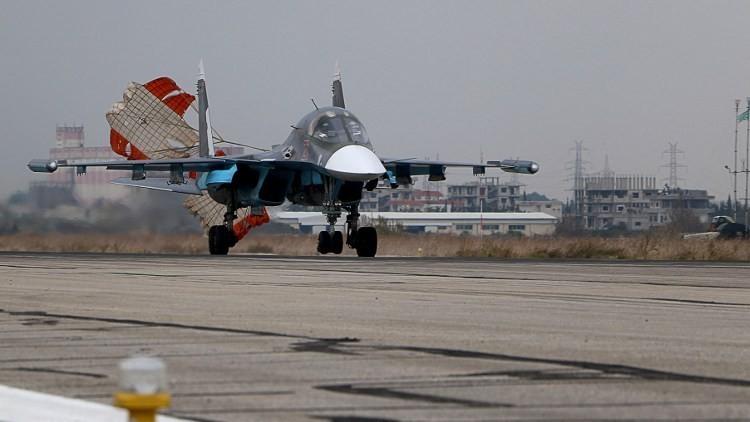 El Ejército sirio se prepara con el apoyo aéreo ruso para una ofensiva contra la 'capital' del EI