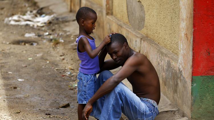 Condenados a morir: La comunidad de África que lucha contra un enemigo invisible