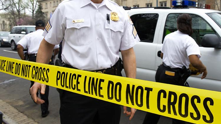 Chocante agresión policial a una mujer en EE.UU. captada por una cámara (VIDEO)