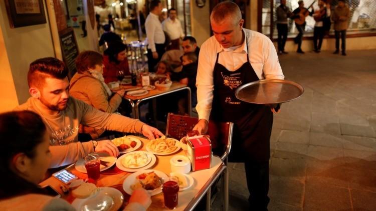 'Clavada del verano 2' en España: locales que cobran por temperatura de la leche y cubitos de hielo