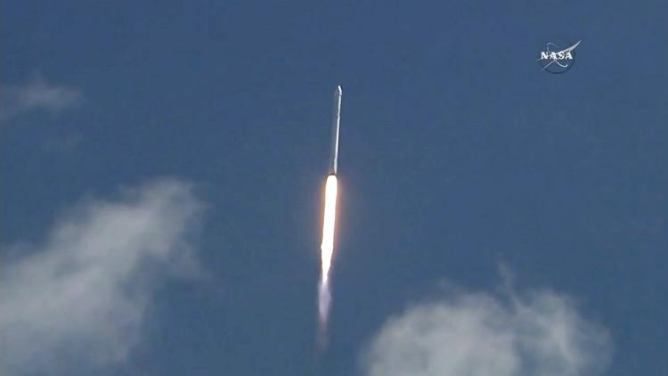 En primera fila: vea el aterrizaje del cohete Falcon 9 en el océano en 360º