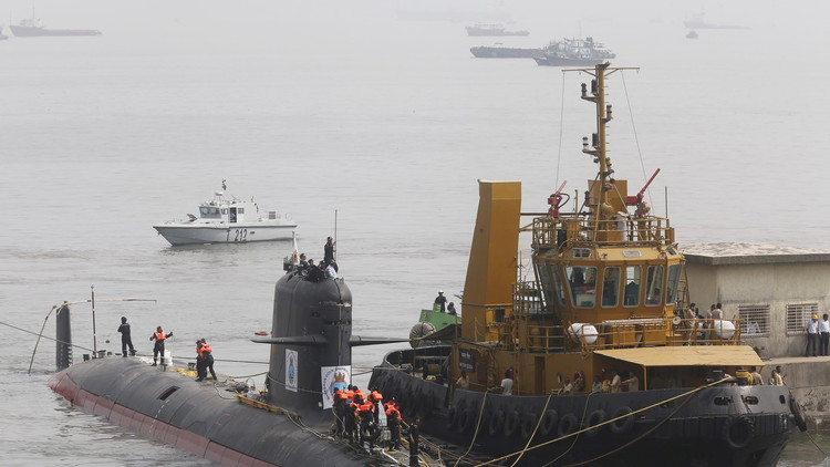 La India bota su primer submarino militar en más de 15 años