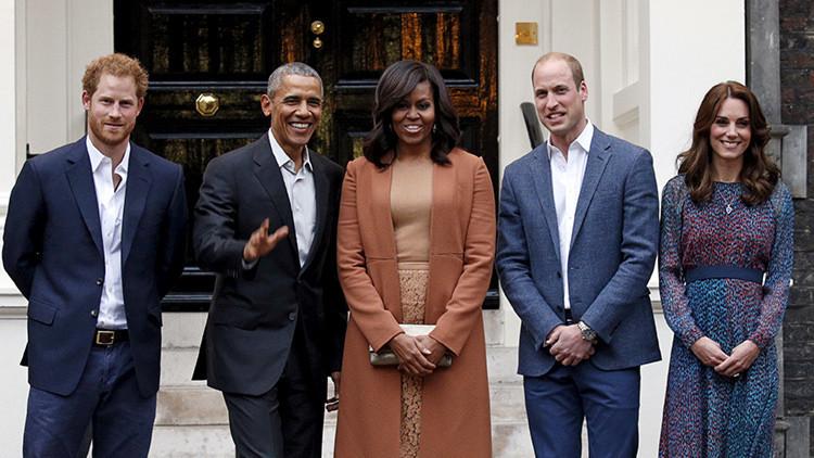 El presidente de EE.UU., Barack Obama, y la primera dama Michelle Obama posan con el príncipe Guillermo y su esposa Catalina, duquesa de Cambridge, y el príncipe Enrique.