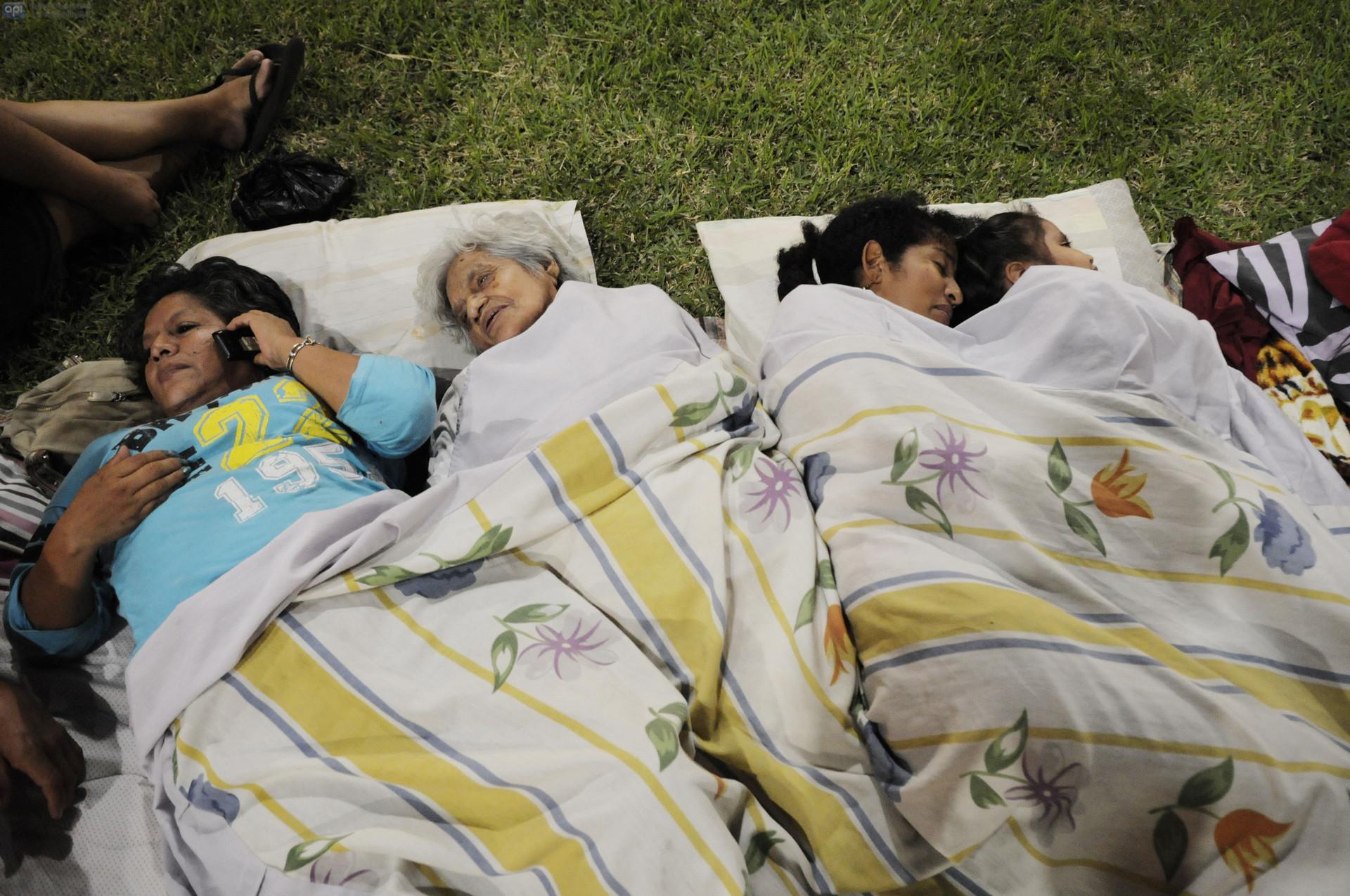 Algunos ciudadanos han dormido en parques por temor a nuevos terremotos.