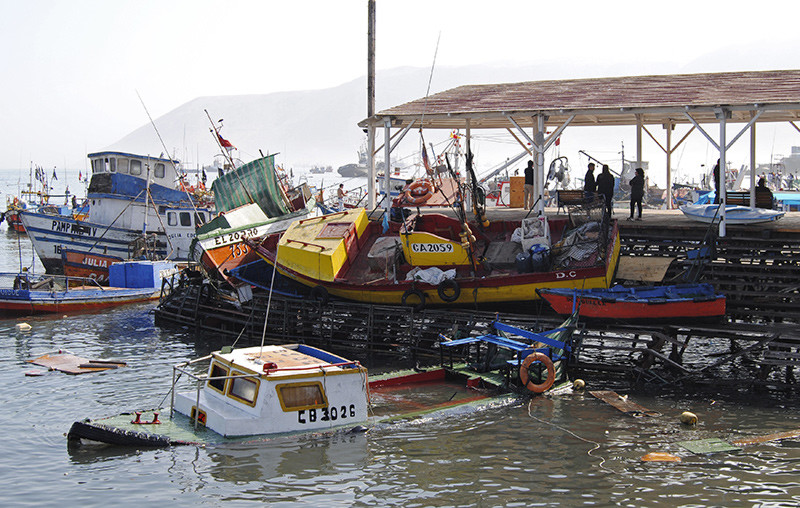 Consecuencias del terremoto de magnitud 8,2 y el posterior tsunami de dos metros ocurridos cerca del puerto de Iquique, en Chile. 2 de abril de 2014.