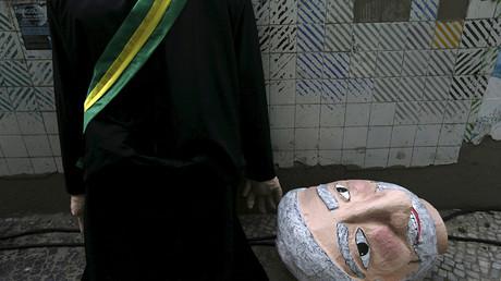 Un muñeco del expresidente brasileño Lula da Silva en una protesta en Río de Janeiro contra el proceso de destitución de la presidenta Dilma Rousseff.
