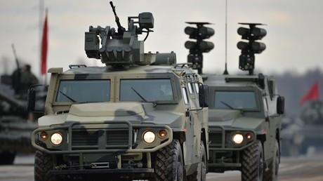 Un vehículo blindado Tigr-M equipado con el módulo Arbalet-DM
