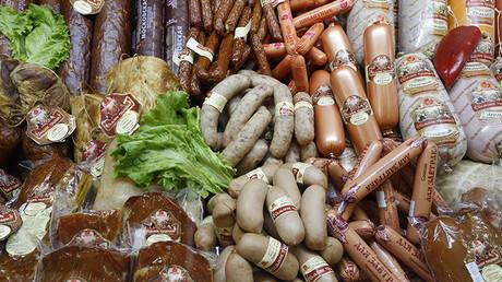 Embutidos y productos de carne producidos en Rusia en la feria internacional de alimentación WorldFood Moscow en Moscú, el 15 de septiembre de 2014.