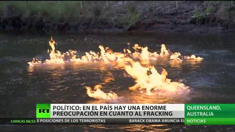 Prenden fuego a un río en Australia y arde durante horas