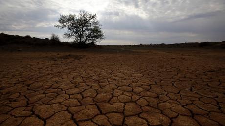 Un abrevadero seco en una granja cerca de Aberdeen, Karoo, Sudáfrica, 11 de octubre de 2013.