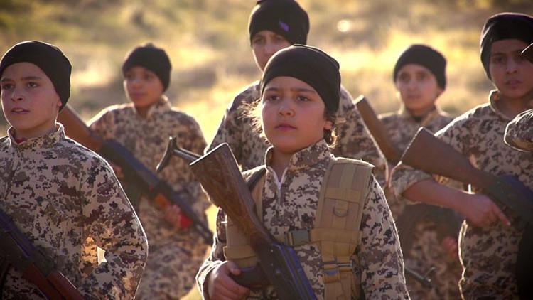 El 'escuadrón de los huérfanos' del Estado Islámico jura venganza