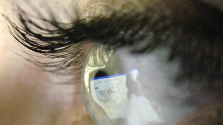 Google patenta dispositivo que se implanta en el ojo humano que cambiará el modo de ver la realidad