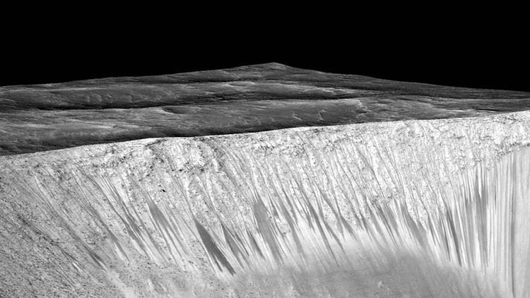 ¿Las 'rayas' en la superficie de Marte son causadas por agua hirviendo?