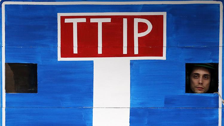 La filtración sobre el tratado TTIP que podría 'enterrarlo', explicada en sencillas tarjetas