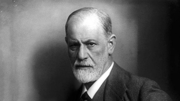 Fobia al número 69, paseos fijos y un perro junto al diván: Diez curiosidades que no sabías de Freud
