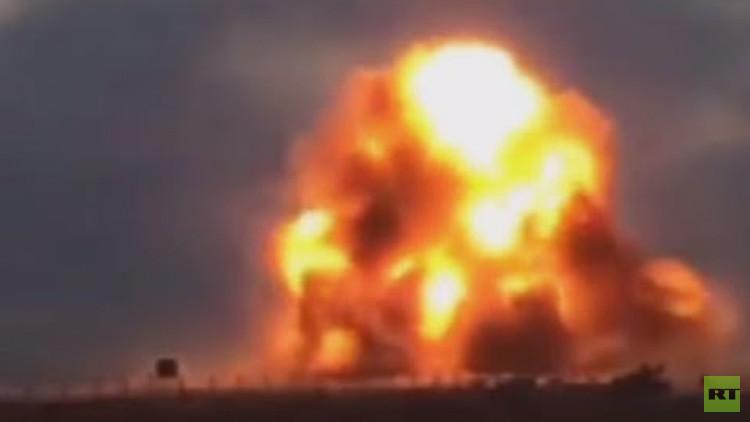 Video: Terroristas suicidas del Estado Islámico hacen explotar su vehículo durante combates