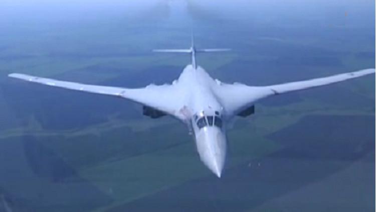 Video: El espectacular vuelo del 'Cisne Blanco' ruso