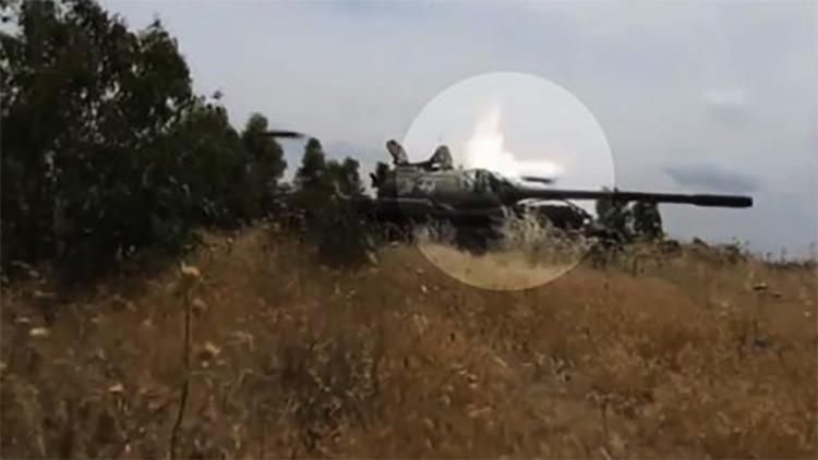 Video: Un proyectil del EI rebota contra un tanque de la oposición siria sin dañarlo