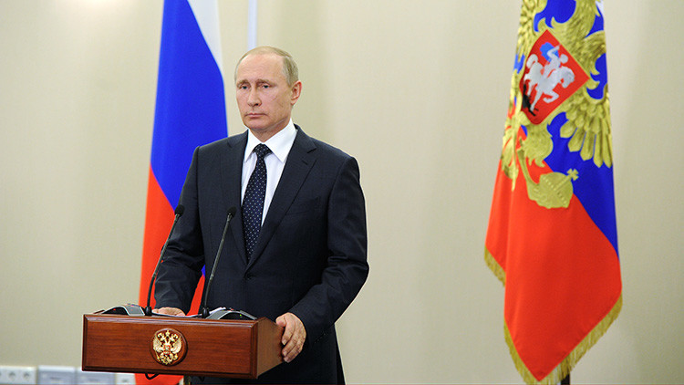 Vladímir Putin llama a impedir una revisión de la historia común