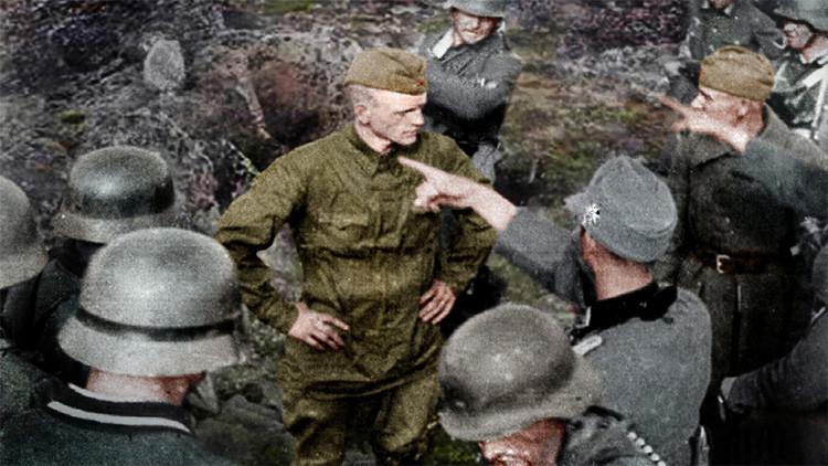 Conmovedora historia tras una foto: Un soldado ruso desafía sin temor a los nazis antes de su muerte