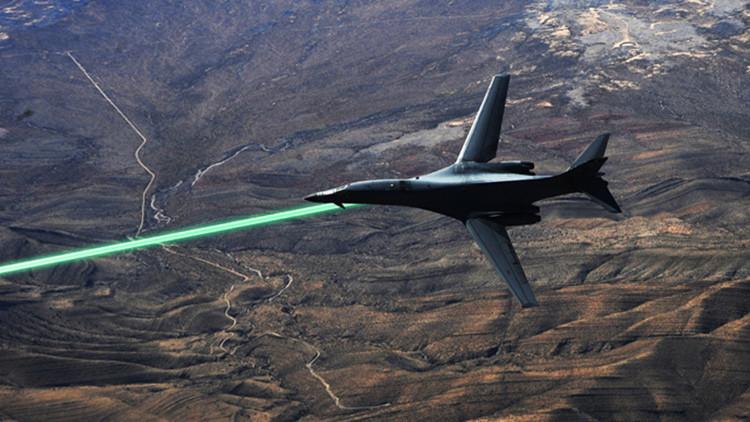 EE.UU. anuncia cuándo equipará sus aviones con armas láser