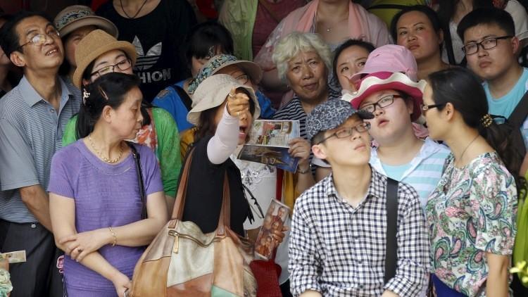 """Insulto turístico: el escritor Sánchez Dragó llama """"mamarrachos"""" a los chinos de visita en España"""