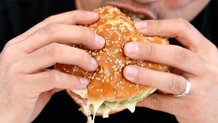 Encuentran hamburguesas con restos de ADN humano y de ratas