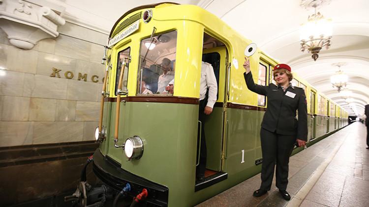 El metro de Moscú celebra su 81.º aniversario con una exposición de vagones retro (Fotos)