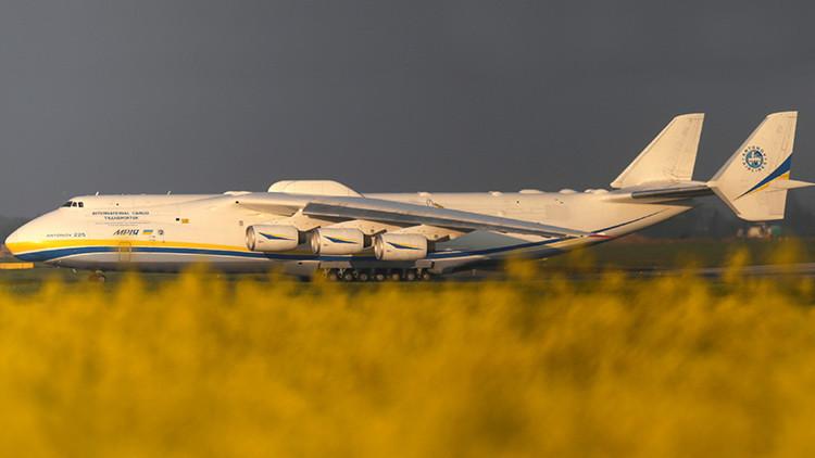 El gigante soviético: el avión más grande del mundo aterriza en Australia (VIDEO)