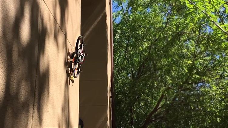 Mire el techo: Este 'dron araña' lo puede estar espiando sin que se dé cuenta (Video)
