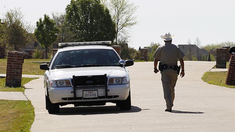 Sin condena: absuelven en EE.UU. a un policía que mató a un joven desarmado y desnudo (Video)