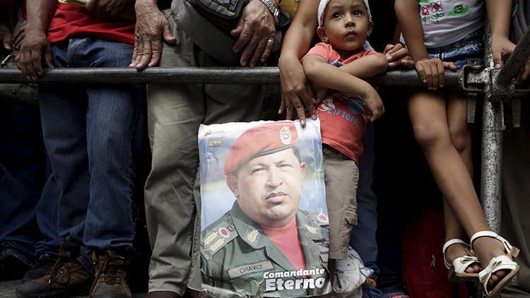 El vicepresidente venezolano: A Chávez le asesinaron por querer acabar con la dictadura del dólar