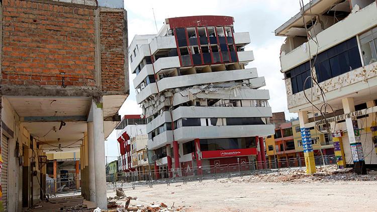 Video: cámaras captan el momento en que se produce un sismo de 6,8 grados en Ecuador