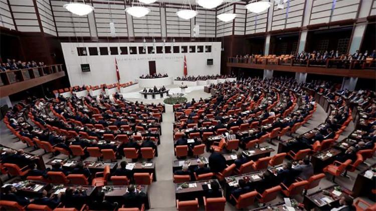 El Parlamento de Turquía aprueba una ley de inmunidad 'antikurda'