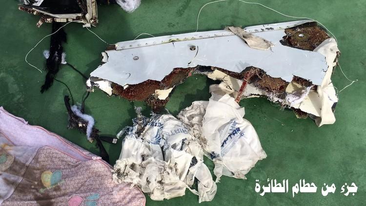PRIMERAS IMÁGENES: Militares egipcios difunden las fotos del avión de EgyptAir siniestrado