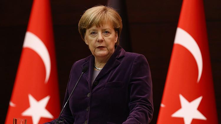 """""""Merkel permite a Erdogan exportar sus principios a Europa"""""""