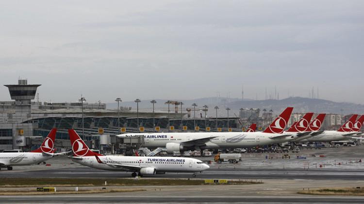 Encuentran una nota con una amenaza de bomba en un avión de Turkish Airlines