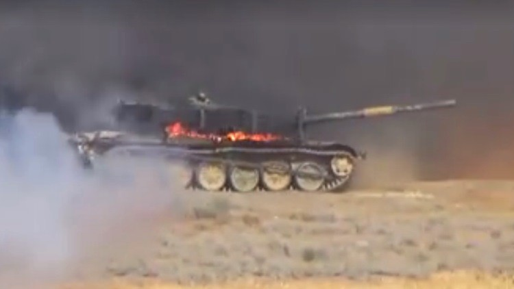 Video: Un tanque sirio sobrevive al fuerte impacto de un proyectil 'rebelde'