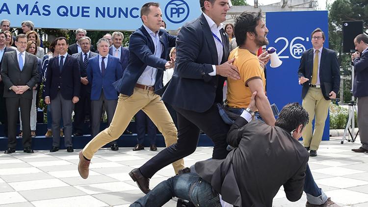 """""""Sois la corrupción"""": Un activista interrumpe un acto del PP en Madrid (video)"""