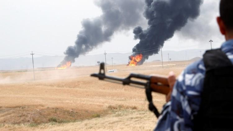 Un miliciano kurdo vigila el horizonte contra los yihadistas