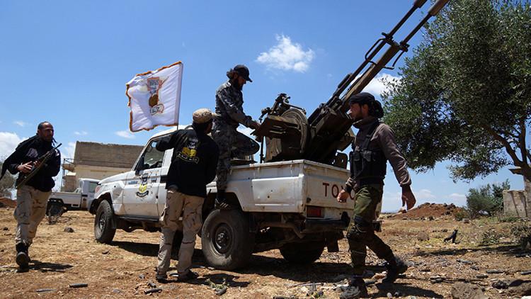 Miembros del grupo Alwiyat al Furqan en la aldea de Kafr Nasej, gobernación de Daraa, Siria.