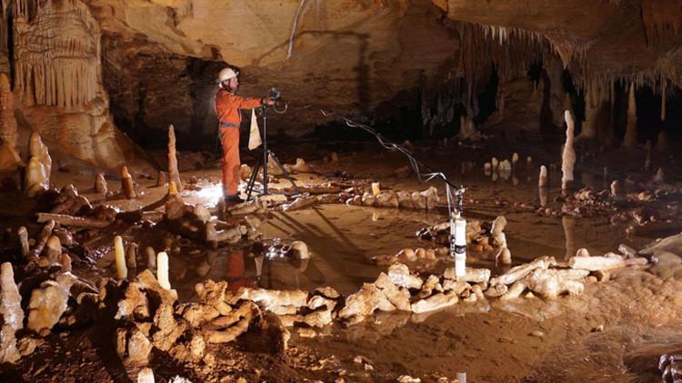Hallan en una cueva francesa un 'Stonehenge 'de neandertales (Video)